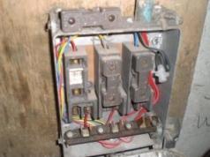 Asbestos flash guard in a cast iron fuse box